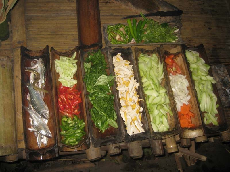 Bamboo-cooked food